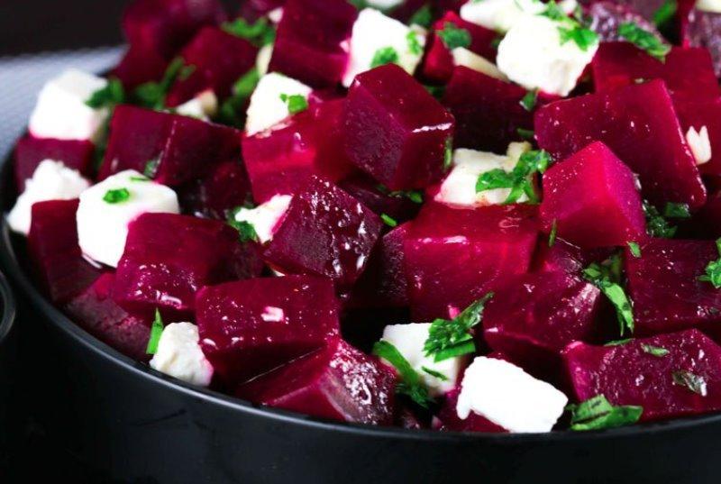 Чем хорош салат из сырой свеклы