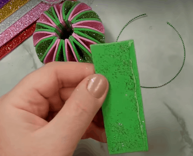 Новогодние и стильные украшения из фоамирана