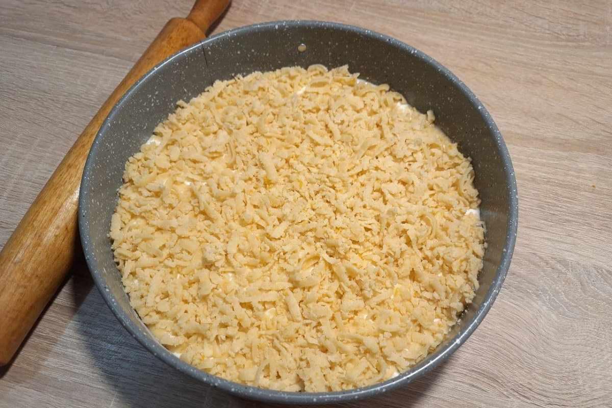 Зачем класть сметану вместо варенья в тертый пирог