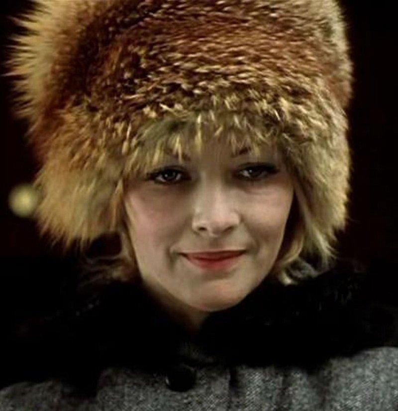 Где можно было встретить советскую женщину в шапке: поликлиника, столовая, музей