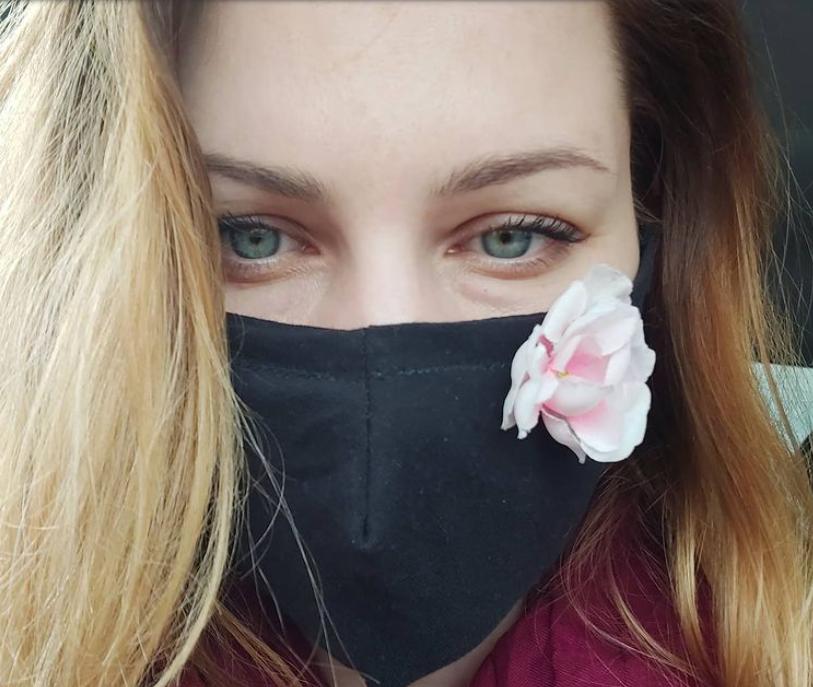 Что будет, если держать одноразовую маску пять минут в кипятке