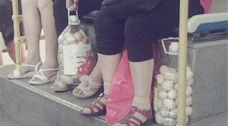 Как сложить яйца в бутылку, чтобы не разбить их