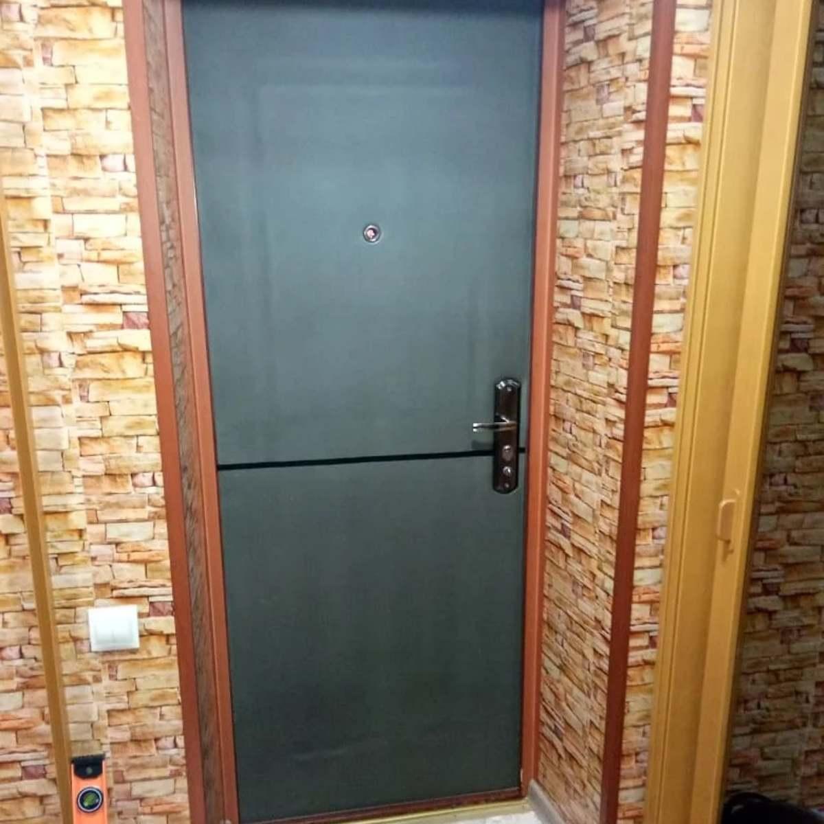 Как сэкономить на отоплении: простой способ утеплить входную дверь