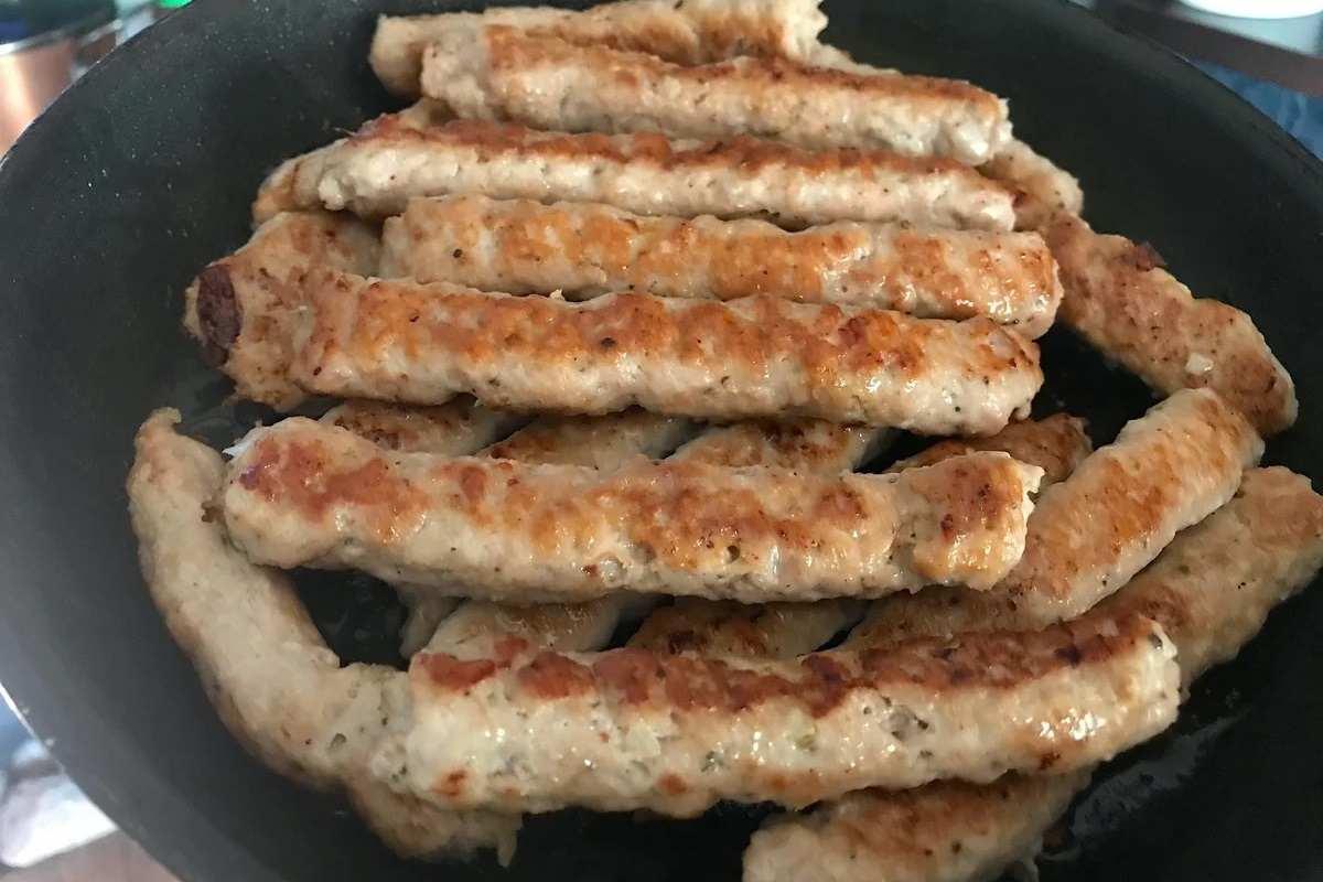 Лучше любых котлет: колбаски из фарша на сковороде