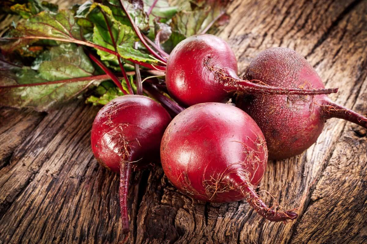 Салат «Любовница» со свеклой и другими сырыми овощами