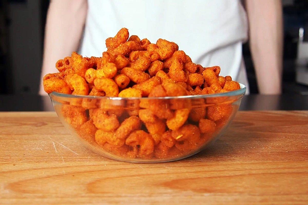 Простецкие макароны превращаются в пикантные чипсы за 5 минут