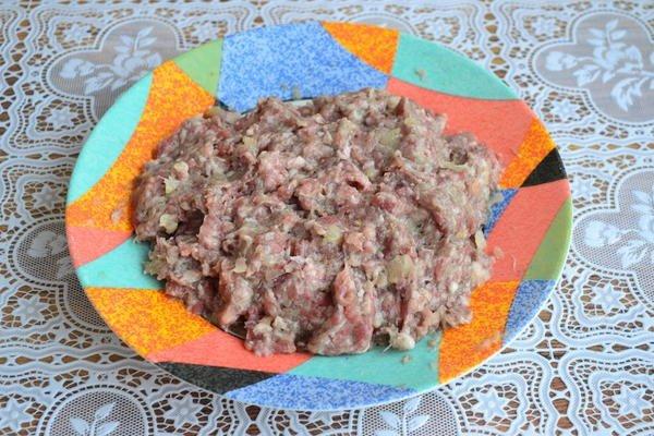 Гнезда с мясным фаршем и овощами: любимое блюдо с очень оригинальной подачей.