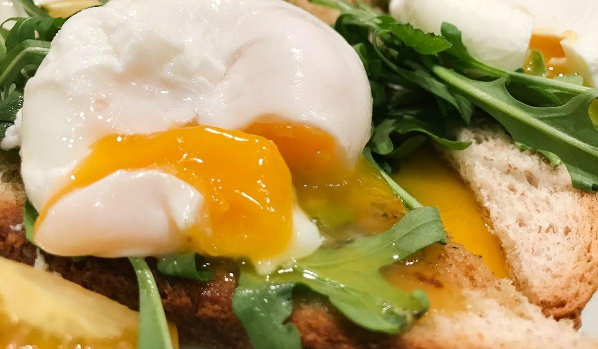 Чем и как моют куриные яйца повара крупных ресторанов