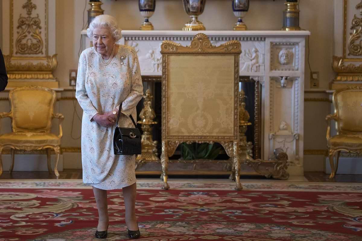 Внутренний мир сумочки королевы Елизаветы