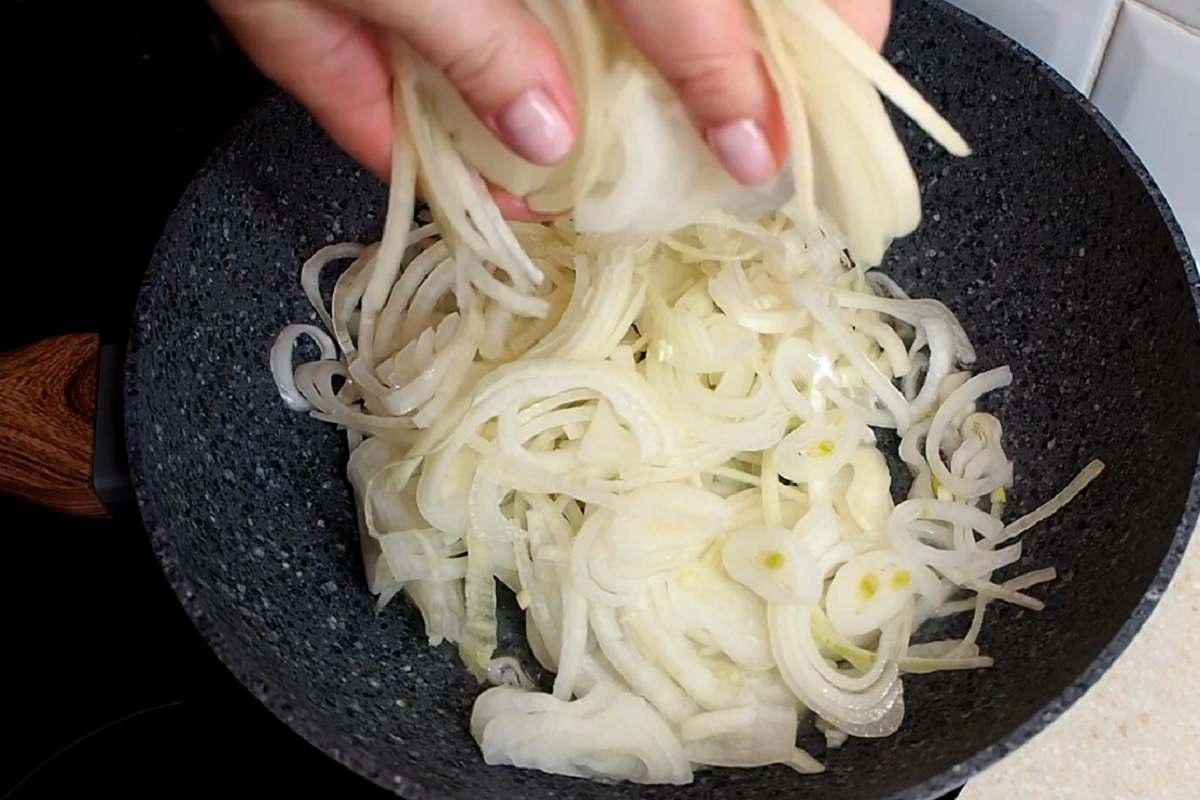 Как приготовить куриные ножки в луковом соусе: еврейский рецепт
