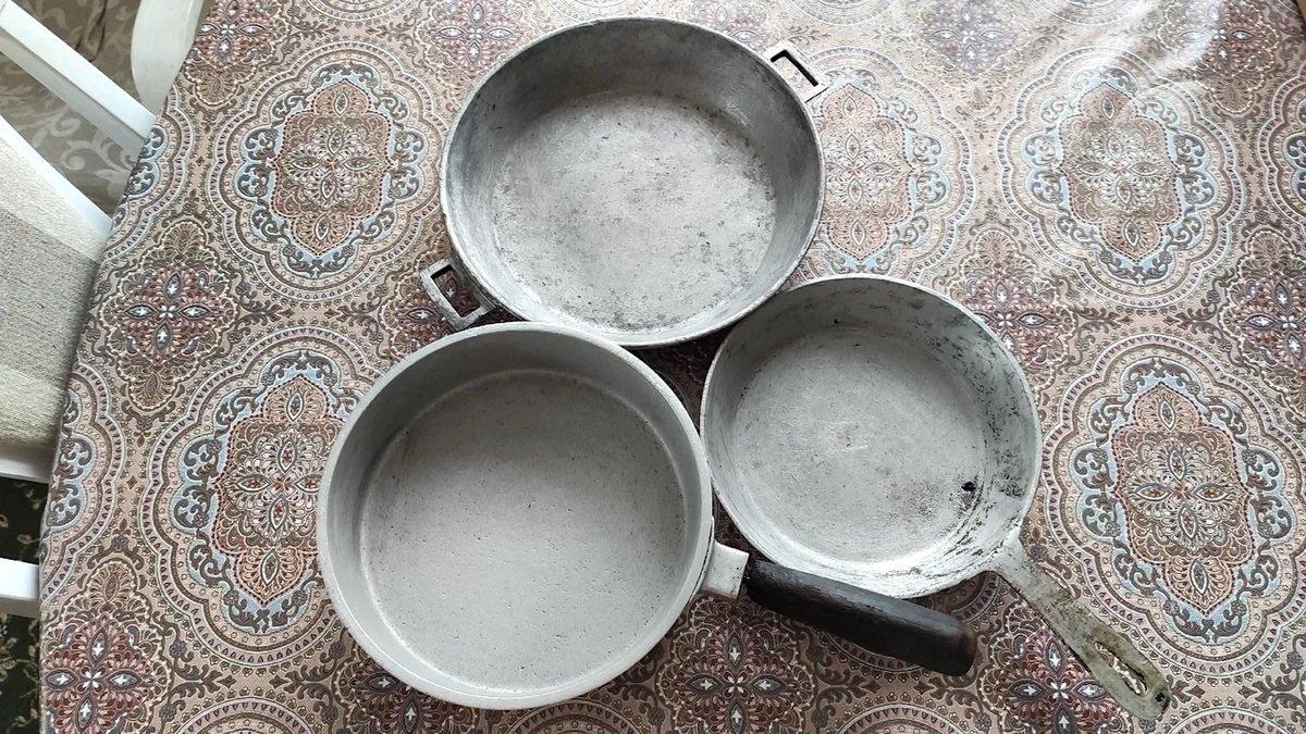 Как очистить сковороду от нагара с помощью простого песка