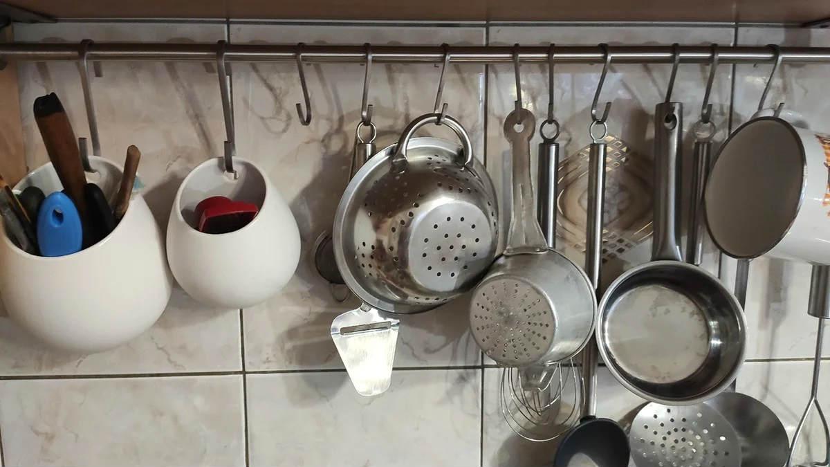 Рецепт из 90-х помог махом обновить все кастрюли: блестят будто из магазина