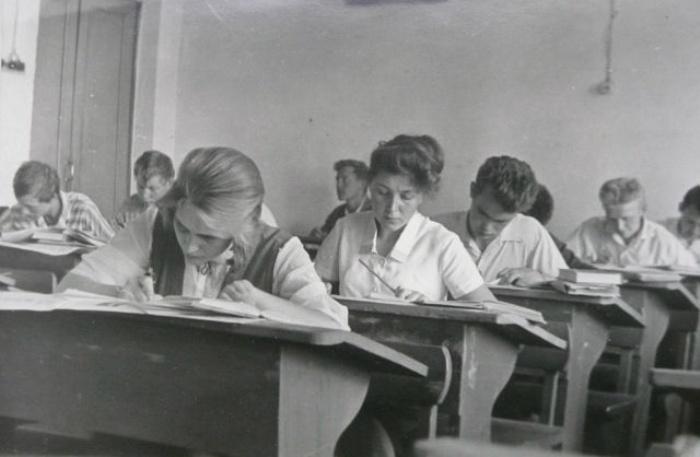 Феномен парты Эрисмана: почему после долгого забытья к ней снова возвращаются в школах