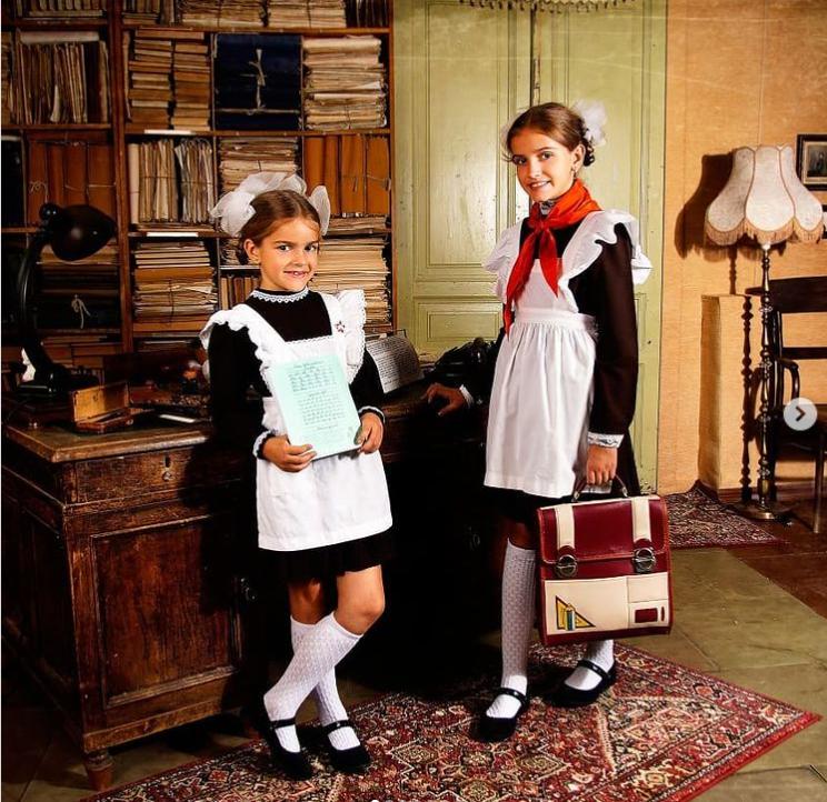 Для чего советские школьницы наряжались словно горничные