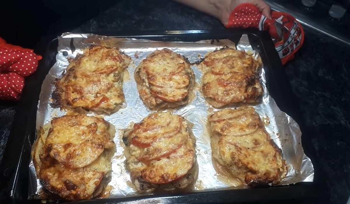 Без мяса: картофель по-французски с грибами и помидорами