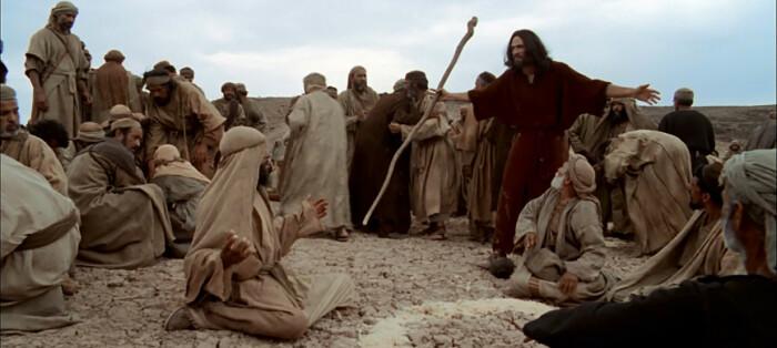 Почему Моисей 40 лет водил народ по пустыне, если добраться от Египта до Израиля пешком можно за недели или месяцы