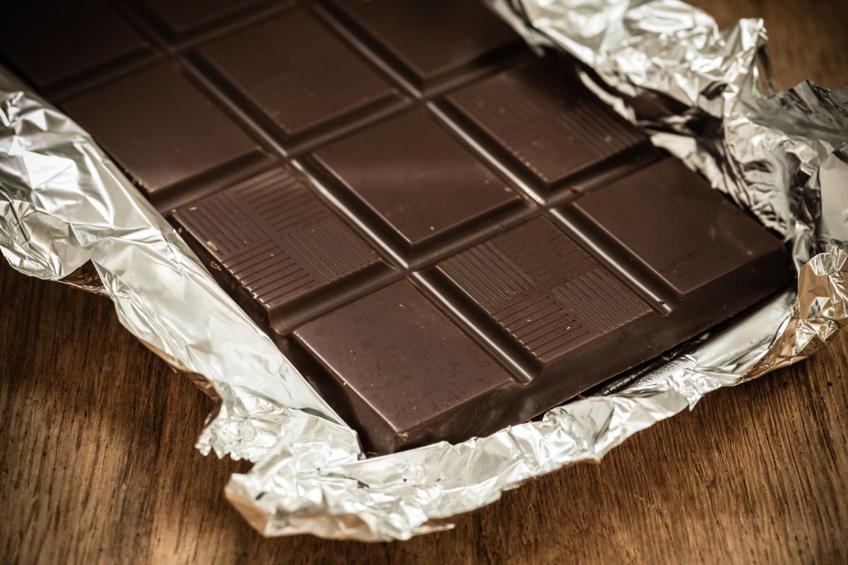 Эпизод с кавалером, что дарит шоколадку, но после требует обратно