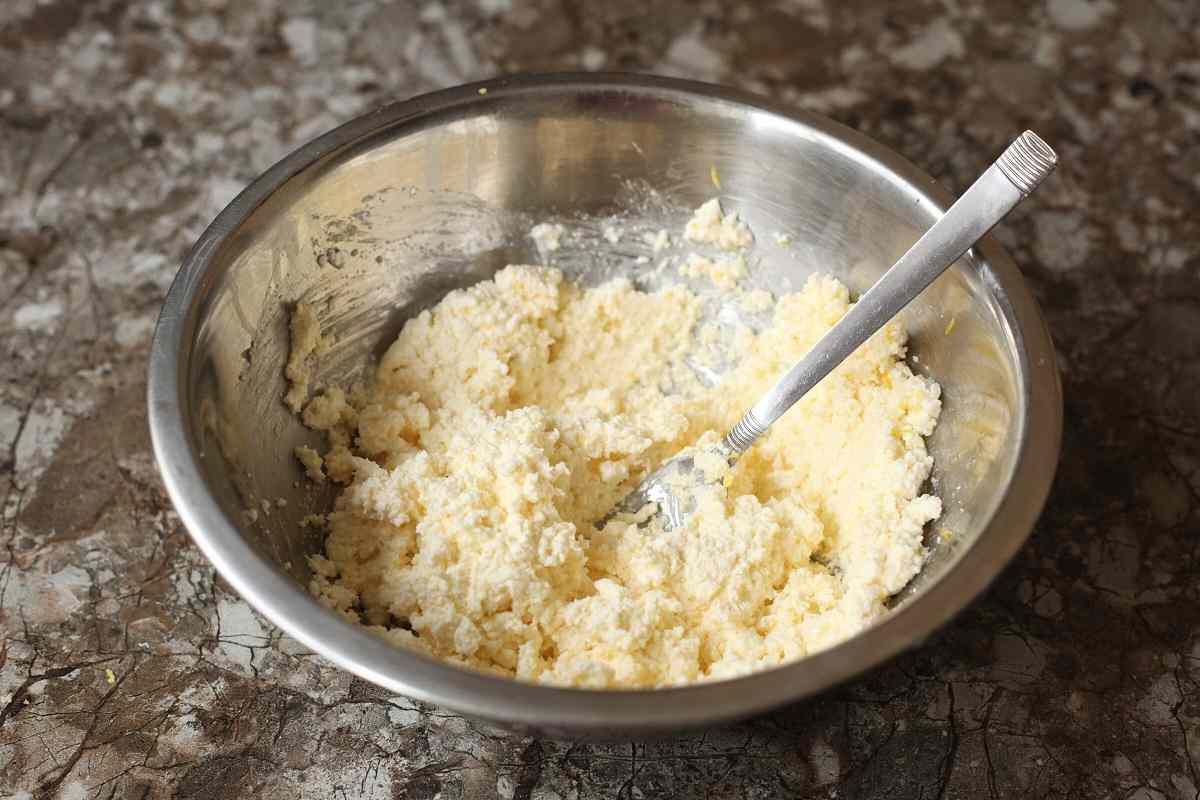 Достойная замена творожной запеканке: пирог на кефире с начинкой