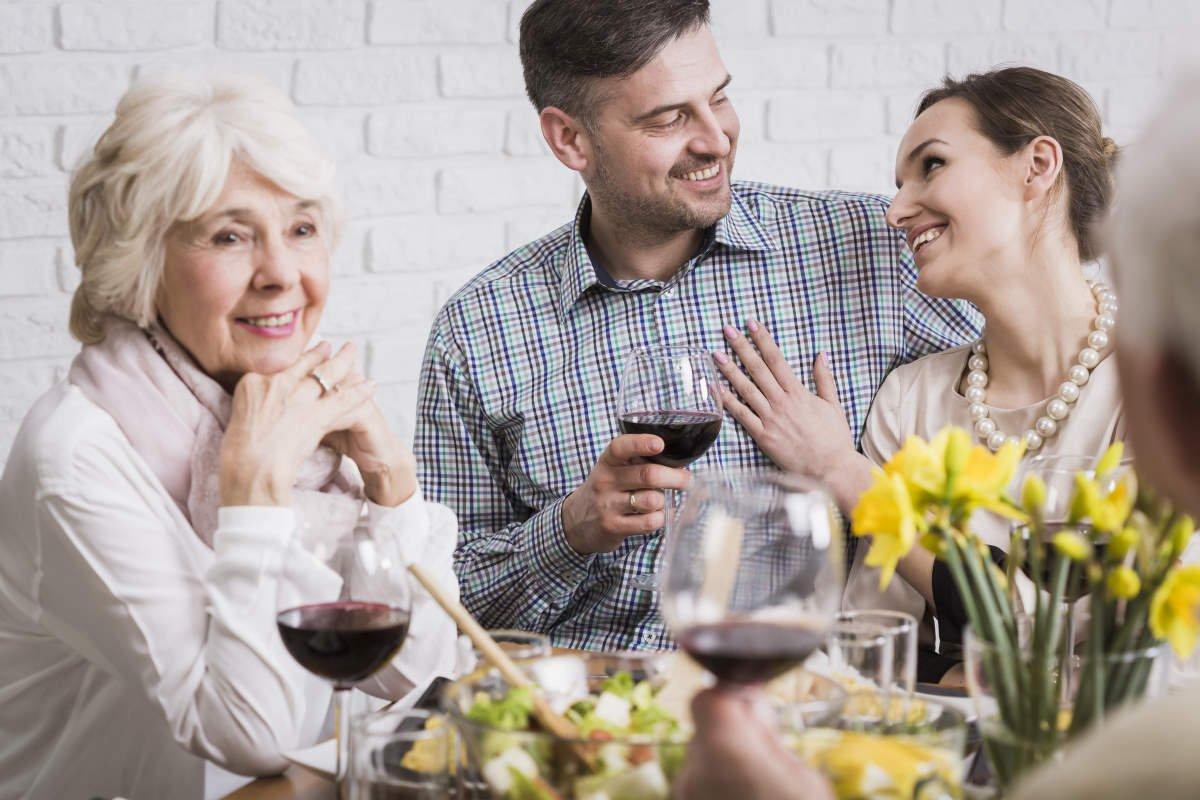 Кто должен содержать свекровь, что собралась на пенсию в сентябре