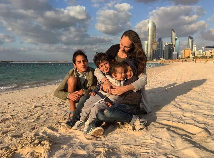 Какими получились детишки у необычной пары — украинки и бедуина
